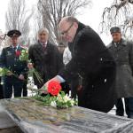 2. Цветы к капсуле с Пискаревского кладбища